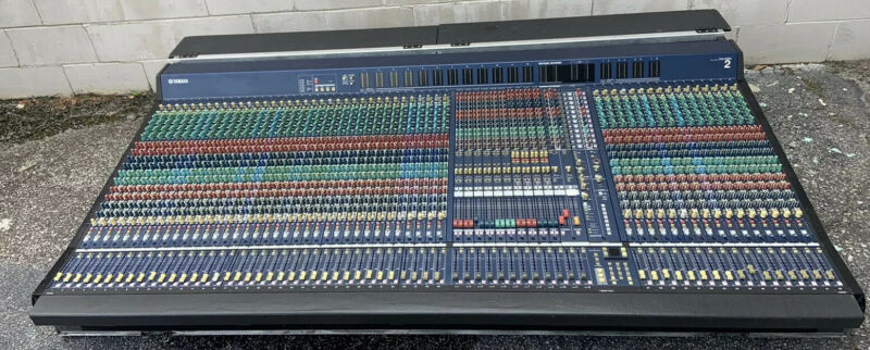 Yamaha PM5000 52 Channel Analog Mixing Console W/ Road Case & PSU **220V**