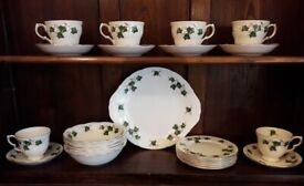 25 piece, 6 place Colclough bone China ivy leaf tea set in very good condition