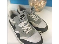 Women's size 3/4 trainers