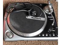 Numark TT200 turntable record player