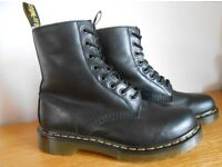 Dr Martens Serena Womens Black Boots (in excellent condition - UK size 6)