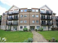 Modern 2 Bed, 2 Bath apartment in great Southfields location