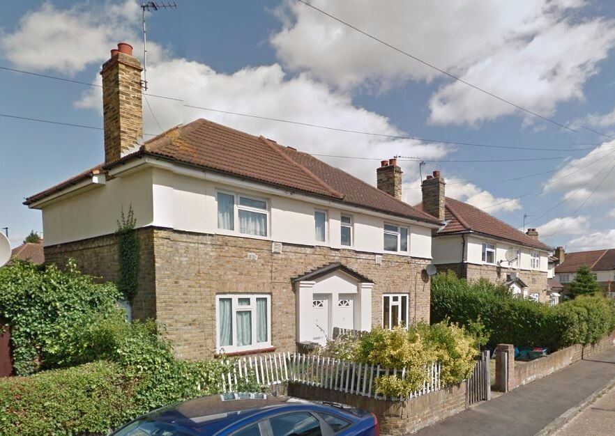 AVAILABLE NOW!! Newly refurbished 2 bedroom house to rent on Dukes Avenue, Hounslow, TW4 6BA