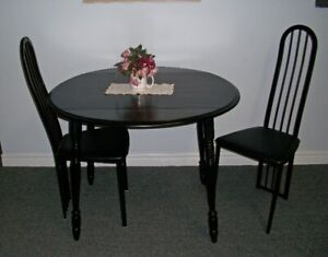 Dropleaf/Drop Leaf Table with 2 Chairs