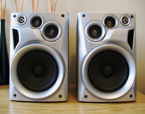 JVC  120W  Bookshelf Speakers - Excellent Condition