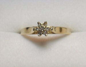 10kt Yellow Gold Diamond Cluster (Star/Flower) Ring - Size 5
