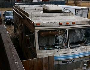 FREE motorhome & holiday trailer. Just want gone asap!