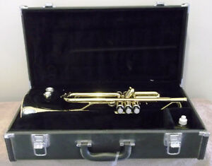 YAMAHA 2335 TRUMPET ~ Case, 2 Mouthpieces, Book and more