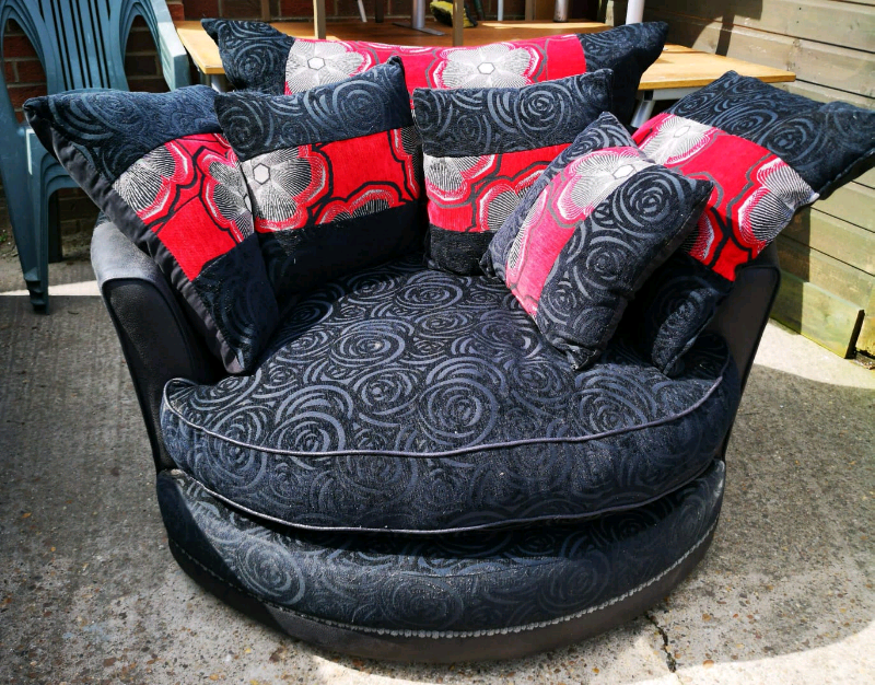 Surprising Black Red Faux Suede Swivel Cuddle Chair In Lincoln Lincolnshire Gumtree Pabps2019 Chair Design Images Pabps2019Com