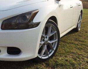 """4 x Mags Nissan 19"""" / Pneus 245/40ZR19 - Échange possible"""