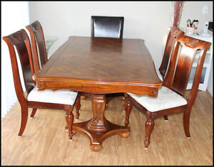 Beautiful Table & 6 Chairs
