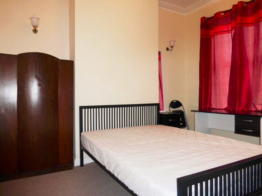 ***No Fees***EXCEL 3large doublebed house, City centre, FULLY FURNISHED recenly Refurbished. VIEW*