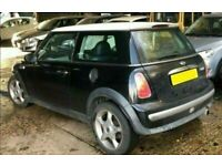 2002 MINI COOPER 1.6 PETROL IN BLACK BREAKING FOR PARTS
