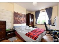 Well Appointed Period House In Close Proximity To St.Georges Hospital - SW17