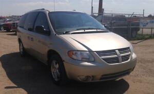 2005 Dodge Grand Caravan SXT 3.8L V6 Leather & DVD Parking Senso