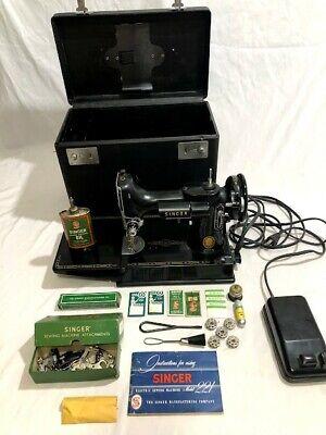 Vintage Singer Featherweight 221 sewing machine G 678-4 W/Case & accessories