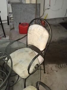 round glass dining table and four chairs Kitchener / Waterloo Kitchener Area image 3
