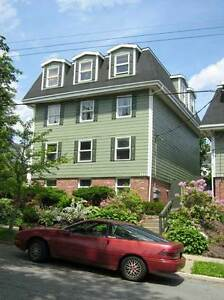 ONE MONTH FREE RENT 3 BEDROOM APARTMENT LOCATED ON QUINN STREET