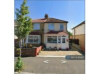 3 bedroom house in Shaftesbury Avenue, Feltham, TW14 (3 bed) (#952922)