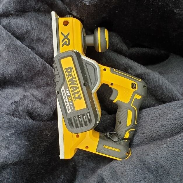 Hardly used DeWalt 18V XR DCP580 Brushless Planer 2mm depth of cut and a  9mm rebate capacity | in Clapham, Bedfordshire | Gumtree