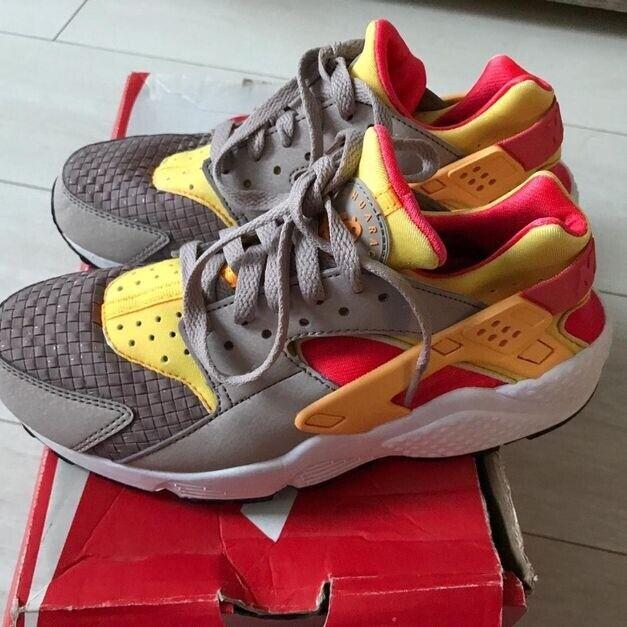 6473be4d0118 Multi coloured Nike huaraches size 4.5 38