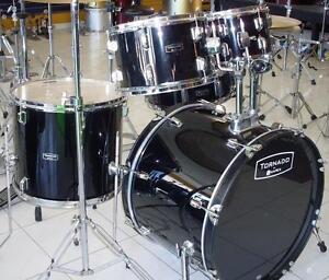 SUPER AUBAINE Batterie drum usagé TRÈS RÉCENT - MAPEX kit complet avec cymbales
