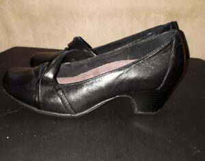 Clarks Shoes, size 8W, never worn