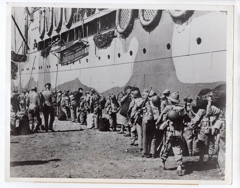 1942 Army Soldiers Board Transport in New Caledonia For Guadalcanal News Photo