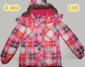 Manteaux (2) de neige et une salopette fille grandeur 6 et 8 ans