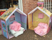 Rose Petal Cottage with 2 chairs