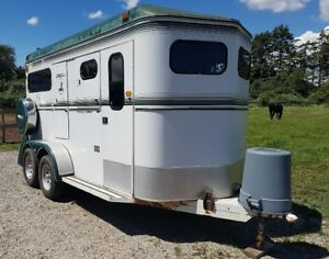 Lovely Horse Trailer Circle J with Tackroom