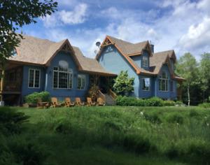 Maison de campagne Laurentides! Près de 31 acres en montagne!