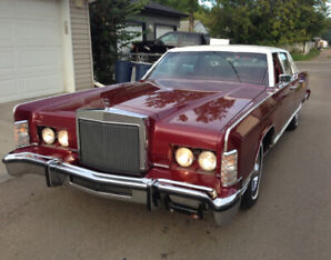 Mint Condition Lincoln Continental Town Car