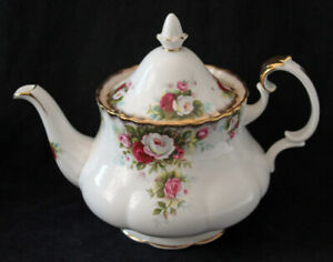 ROYAL ALBERT 4 CUP TEA POT - CELEBRATION