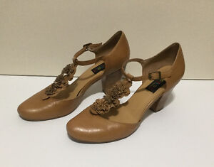 Leather Women's Tan Shoes size 39 / 8 - 8.5