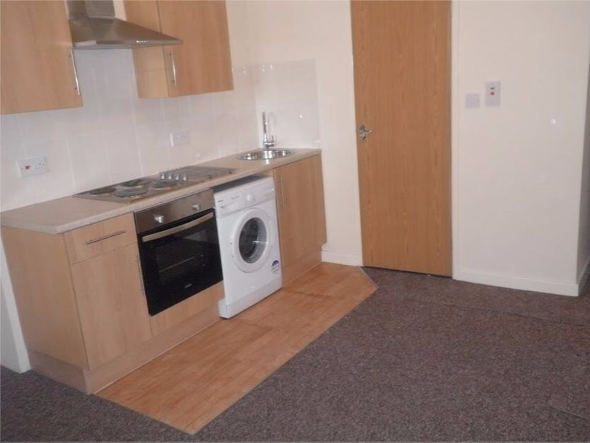 PRICE REDUCED One Bed Ground Floor Flat £500 Available NOW Very Close To The Centre