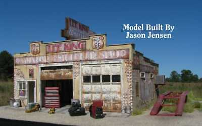 HO Scale Route 66 Series: LEE KING RADIATOR AND MUFFLER REPAIR SHOP Kit (2016)