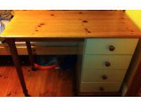 Desk in pine and cream