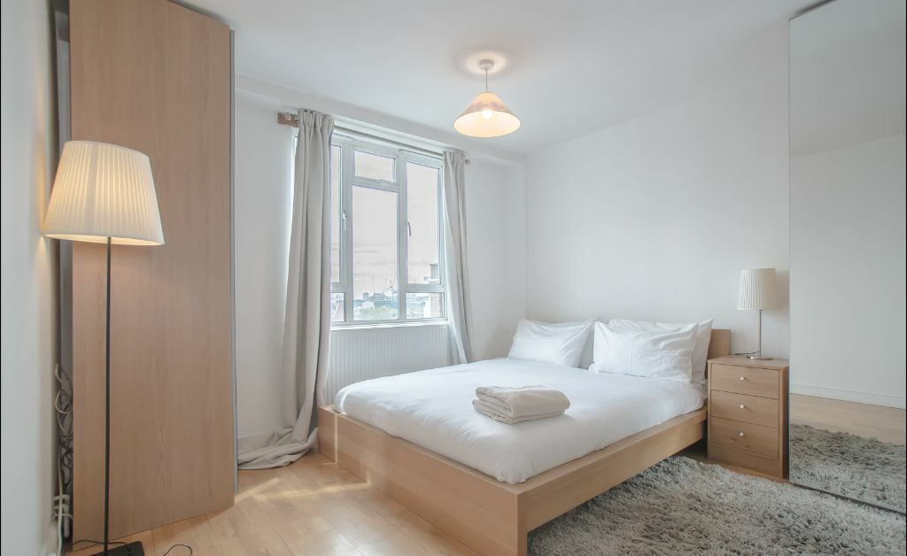 ** SHORT LETS ** 1 Bed Penthouse Apartment In OLD STREET, Angel & Shoreditch