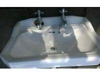 Free bath and pedestal sink