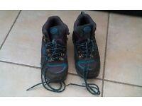 Child's hiking boots. blua and grey. £5 o.n.o