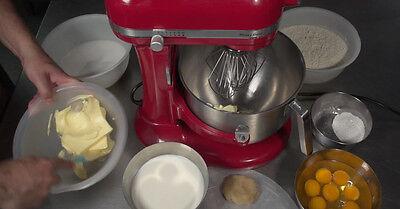Mit den Lebensmittelfarben wird der Teig eingefärbt (Foto: The Digitale)