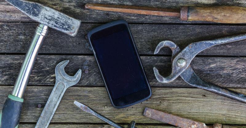 Handy kaputt? So bekommst Du (fast) jede Panne wieder hin. (© Thinkstock via The Digitale)