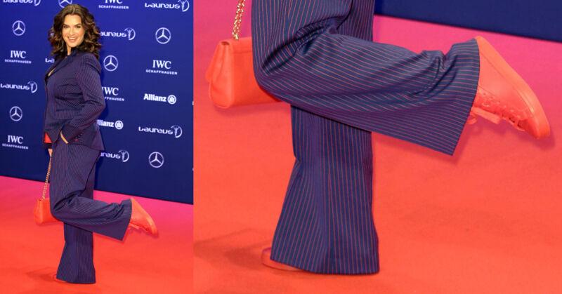 Katarina Witts Outfit ist zwar gewagt, aber durchgestylt und mottogerecht! (© imago)