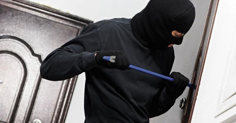 Bei vielen Haus- und Terrassentüren haben Einbrecher leichtes Spiel. (© 123rf.de)