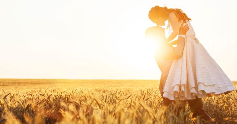 Wie wäre es mit einer romantischen Feier mitten im Feld? (© Thinkstock via The Digitale)