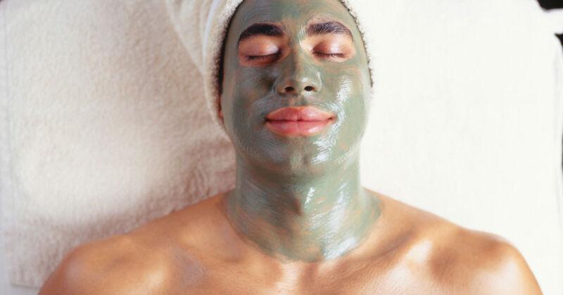 Schlamm drüber. Auch Männer freuen sich über Beauty-Tipps, die sie NOCH schöner machen. (© Thinkstock via The Digitale)