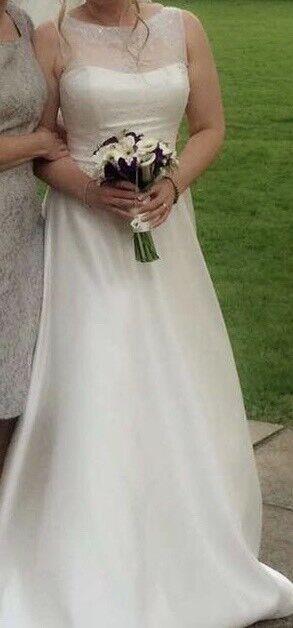80463e15af2 Wedding dress size 10-12