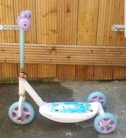 Elsa Kids 3 wheeler scooter used but in good condition