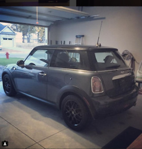 2010 Mini Cooper- LOW MILEAGE + BRAND NEW TIRES + FRESH OIL CHAN